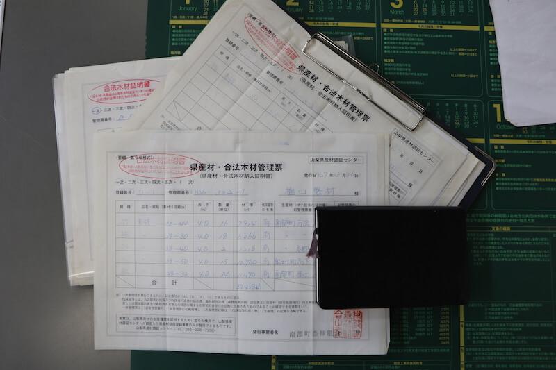 山梨県産材認証制度を設け、地域材の使用を進めています。