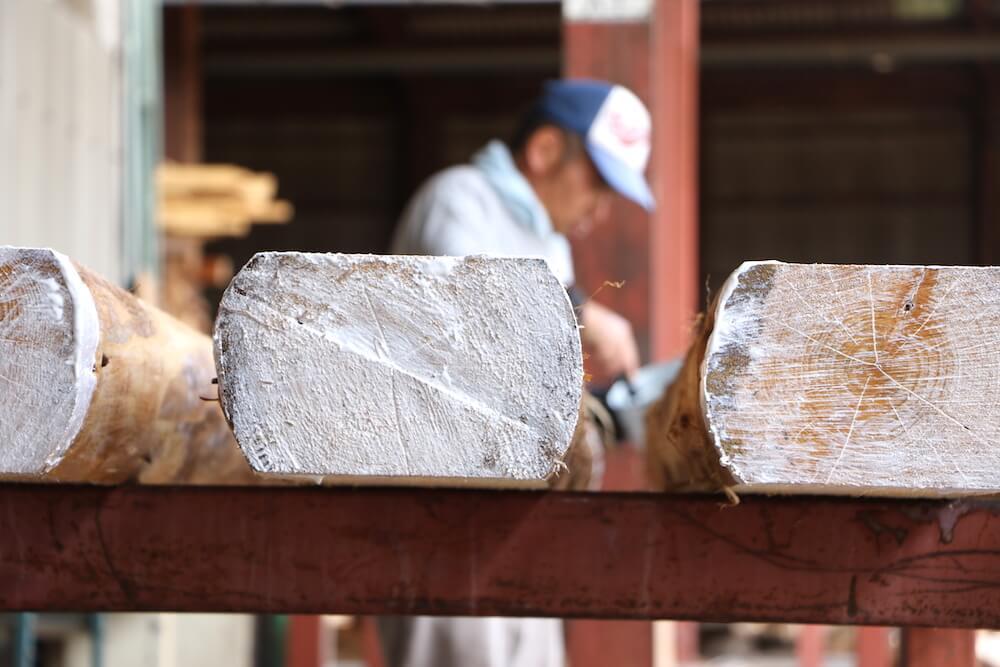 山梨製材の現場 割れ防止