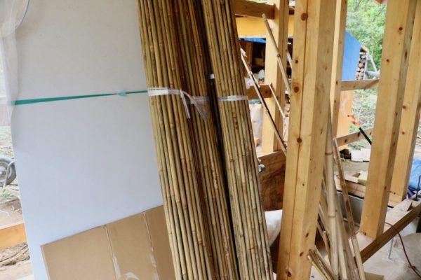 土壁用に用意された竹