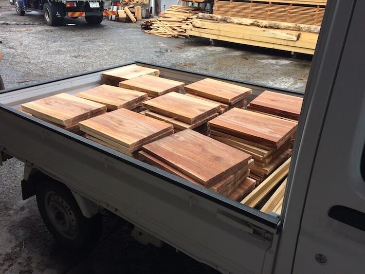 ミツバチの箱を杉板で作る